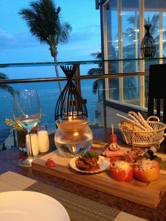Royal Beach Boutique Resort & Spa: restaurant terrace at evening (chef specials ) yummy