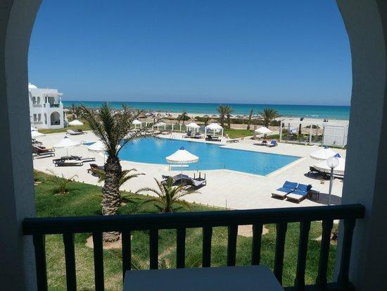 Vincci Helios Beach : piscine relax vu de la chambre