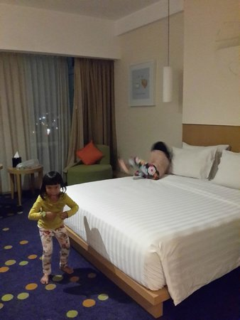 Novotel Bandung: The room with carpet