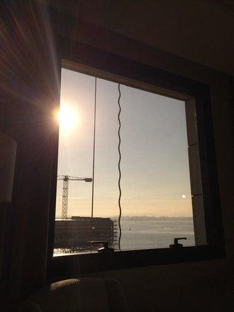 Hotel Bahía Santander: Depuis la chambre 511. Tout à coup deux câbles qui se déplacent devant la fenêtre !!!!