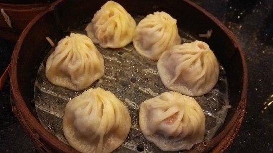 Nanxiang Mantou Dian (YuYuan) : 小龍包