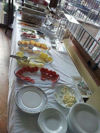 Al Sinno Hotel: all you can eat for breakfast!!