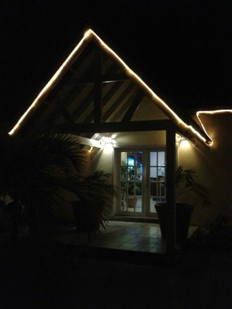 Indian Summer: the restaurant at night