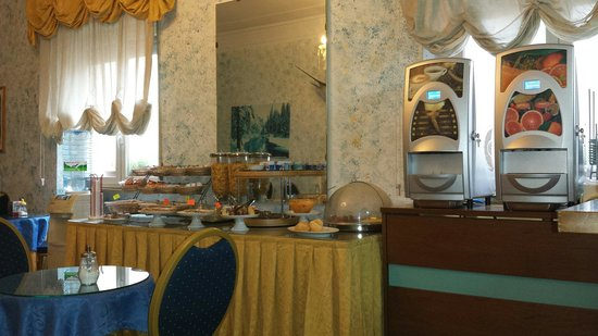 Hotel Gran Sasso: Sala colazione