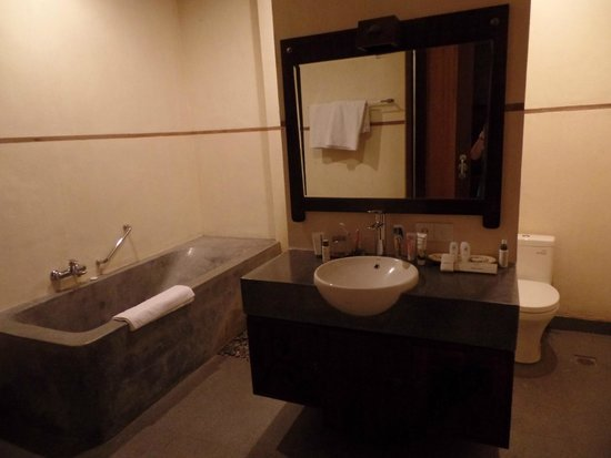 De Munut Balinese Resort: bathroom 307