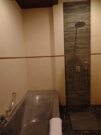 De Munut Balinese Resort: shower