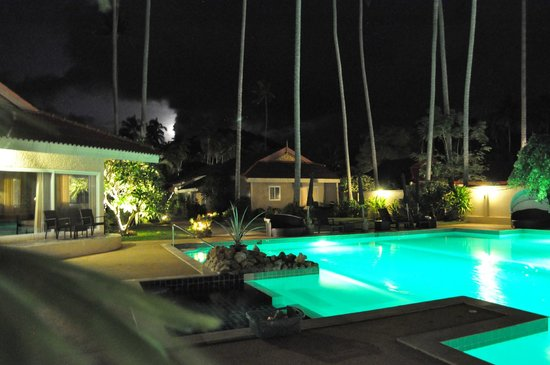 The Siam Residence Boutique Resort : Pool bei Nacht
