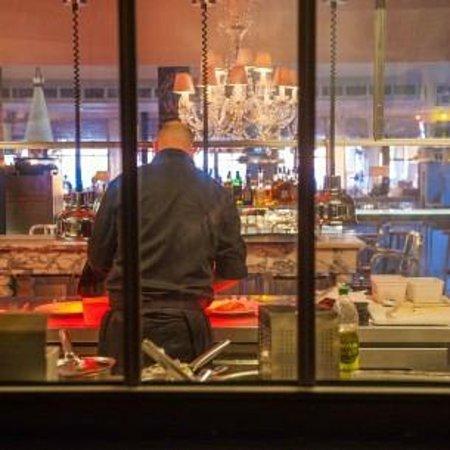Restaurant La Co(o)rniche : Vision optimale des chefs cuisiniers