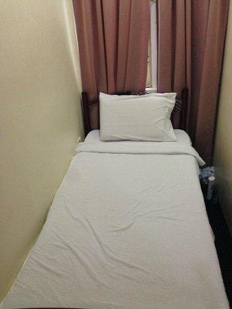 Eighty-Eight Inn: Bed 1