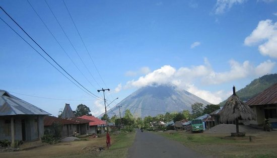 Ngada: Panorama Gunung Inerie