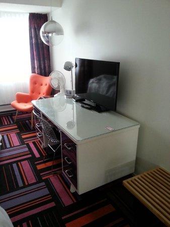 Hotel Zed: TV im Zimmer