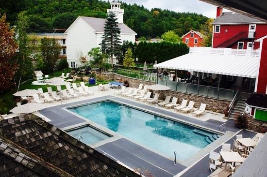 Green Mountain Inn: nice pool with bar and fire pit