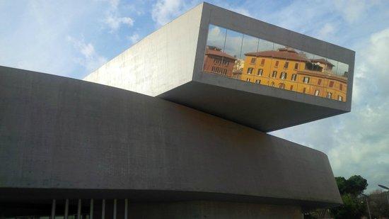 MAXXI - Museo nazionale delle arti del XXI secolo: riflessi