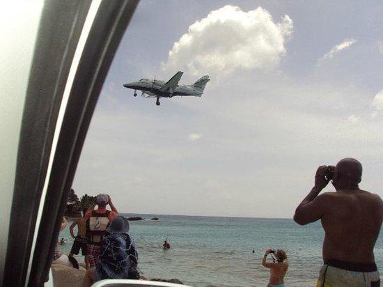 Bernard's Tours : Plane over Maho Beach