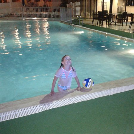 Tuntas Suites AltInkum: Daughters midnight swim