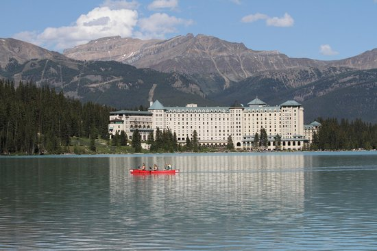Fairmont Chateau Lake Louise : View from walking track