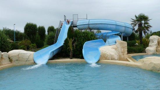 Camping Les Places Dorees : La piscine... géniale !