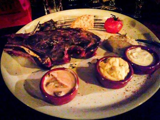 Le Lounge: gegrilde steak met verschillende sauzen