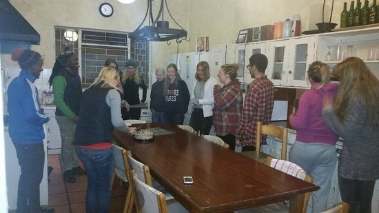 33 South Backpackers: Kitchen and dining facilities