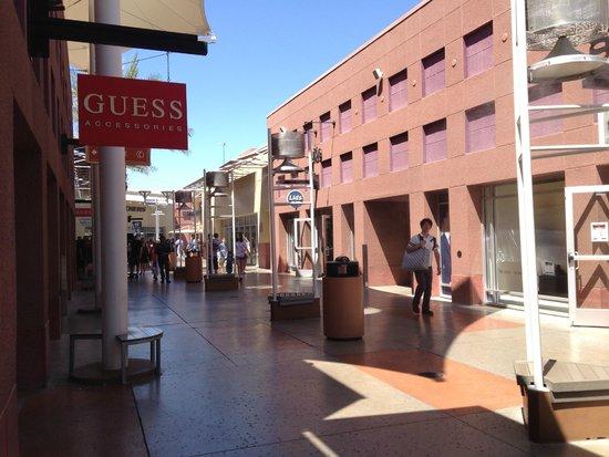 Las Vegas North Premium Outlets: Shops