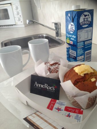 Annie Roe's Luxury Bed & Breakfast: Muffins on arrival