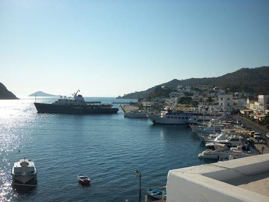 Chris Hotel: Θέα στο λιμάνι της Σκάλας από δωμάτιο του 2ου ορόφου