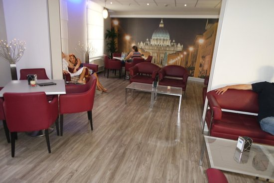 Holiday Inn Express Rome - San Giovanni: Area by reception