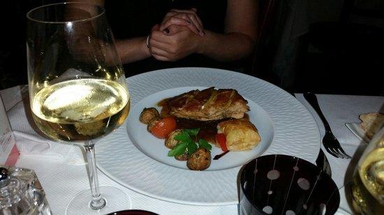 Le Cercle : Suprême de volaille farcie au foie gras