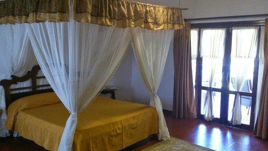 Karafuu Beach Resort and Spa: Inside Cottage
