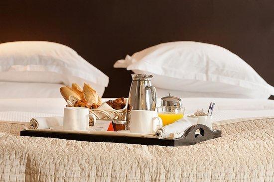 Le Pavillon des Lettres: Room service