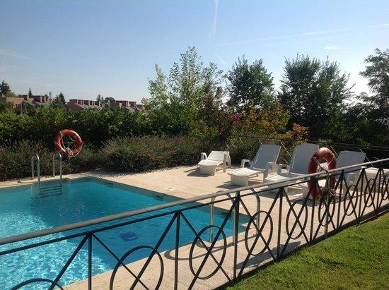 piscina y jard n hotel torrelodones fotograf a de hotel