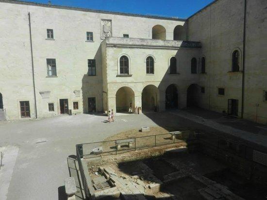 Castello Carlo V : Cortile interno del castello