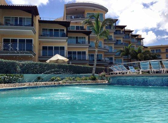Oceania Deluxe Beachfront Resort by Prestige: Pool area