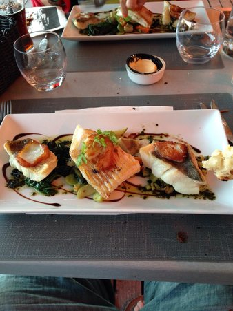 Le Cafe du Port: Grilled sea food platter.