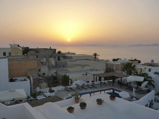 Aethrio Hotel : Sunset from the our terrace room