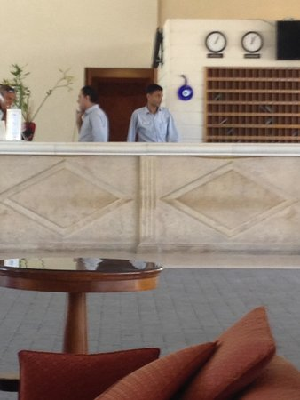 Ghazala Beach Hotel : This man from ghazala beach resort hotel deal took a money and the change from a guest for a dri