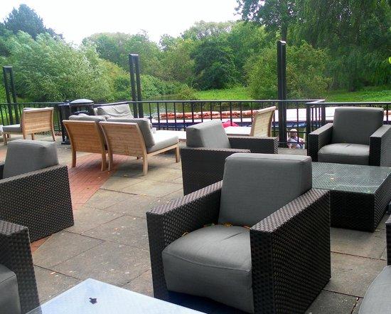 Crowne Plaza Stratford-Upon-Avon: Great patio area!