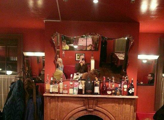 Brasserie Le Bouchon: inside of restaurant