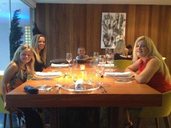 Sucas: Fantastic table for five
