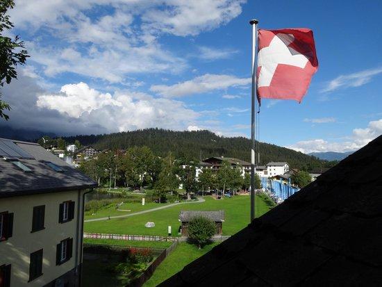 Hotel Bellaval: Netter Ausblick: Ein Zipfel vom See ist auch zu sehen!