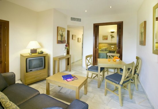 Sunset Beach Club: 1 Bedroom Interior Apartment - kitchenette, bathroom, terrace with table & chairs (no views)