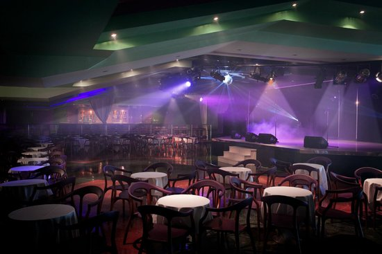 Sunset Beach Club: Moonlight Theatre & Bar - free shows in summer - tribute acts & cabaret shows for all the family