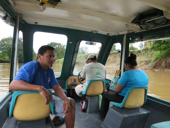 Turtle Beach Lodge: Guide and boat ride to the hotel