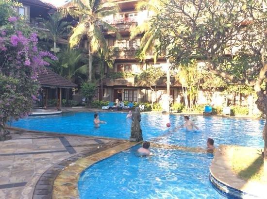 Sari Segara Resort Villas & Spa: fun in the pool