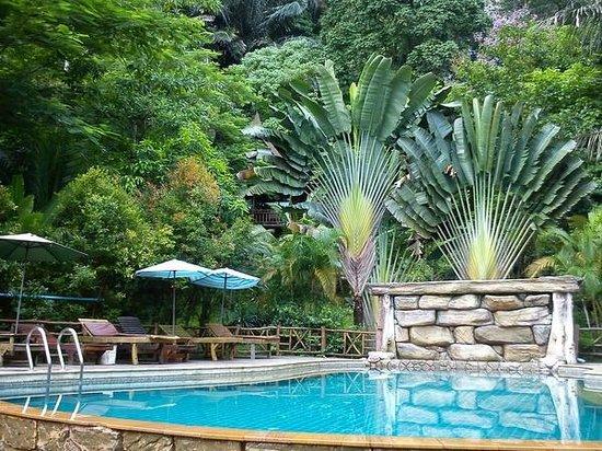 Aonang Cliff View Resort: Pool