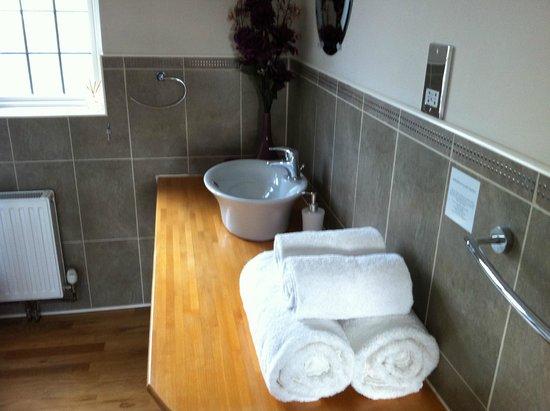 Avonlea House: Ensuite bathroom