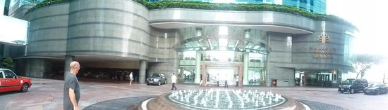 Harbour Grand Kowloon: Front of the hotel