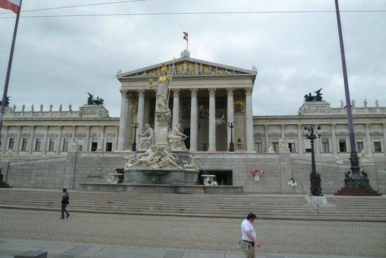 Parliament Building: Österreichs Prachtparlament