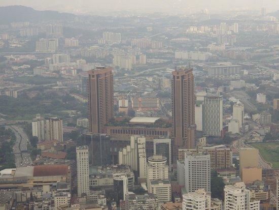 بيرجايا تايمز سكوير هوتل: view of hotel from KL Tower