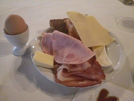 Hotel Restaurant Engel: Tipica colazione